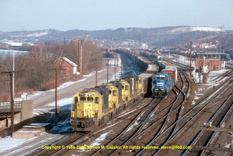 CE`104[GP38-2]`UCI40A`East Conway,PA`19950212`{94600016}