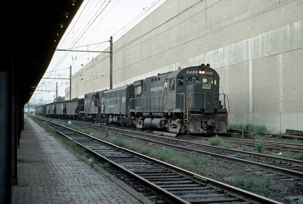 PC_2428[C425]_& TRAIN_Harrisburg,PA_19740900_{00504311}