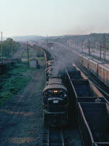 PC_2459[C425]_& TRAIN_East Conway,PA_19760600_{00505966}